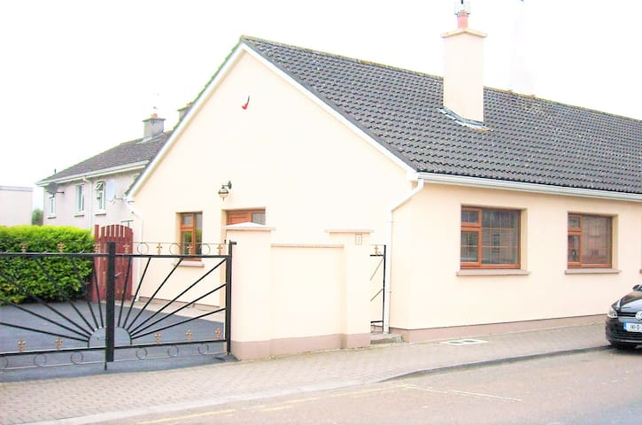3 Ashe Road, Nenagh, County Tipperary, Ireland. - Nenagh - House