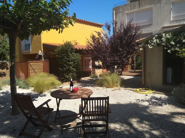 Peaceful loft.Begur center. Garden, parking -B11/1