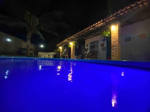 Casa agradável com piscina .