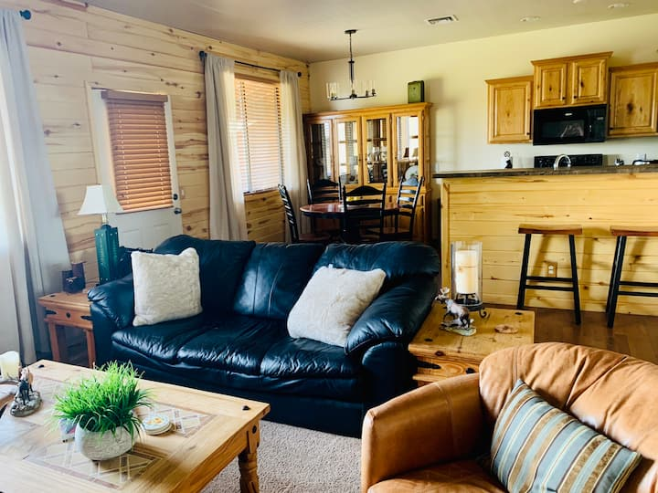 NEW!! Cozy Cabin with Stunning Views, WiFi and BBQ