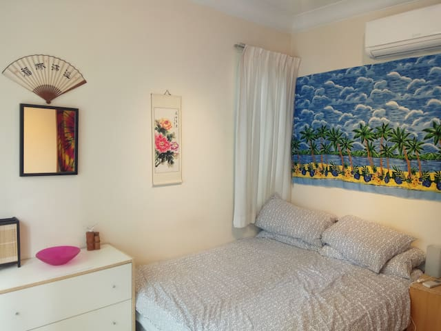Room with Private Bathroom - River Valley