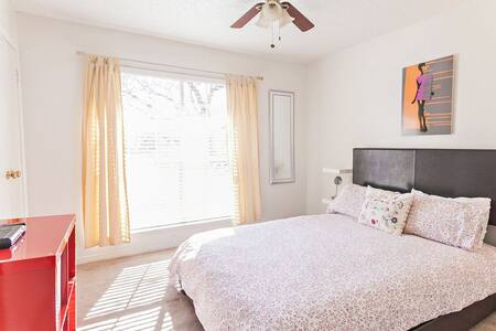 Bedroom in Lake Highlands - Dallas