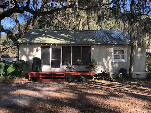 1 bedroom cottage front