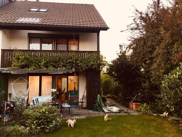 Grosses Haus mit Garten zum geniessen..