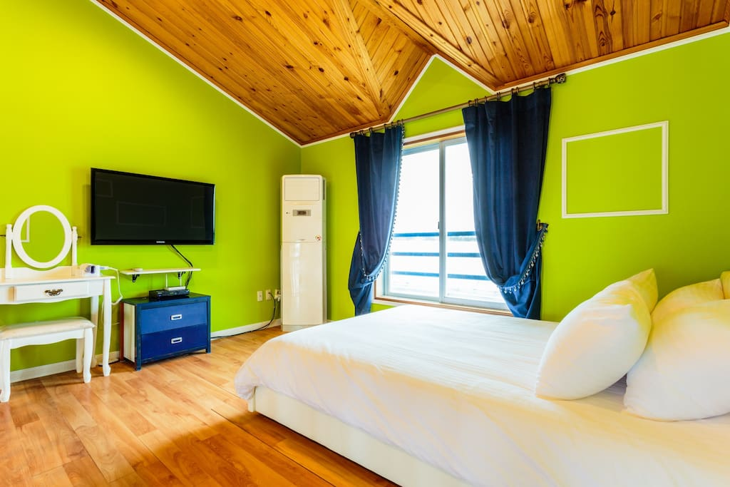 다양한 색상의 침실