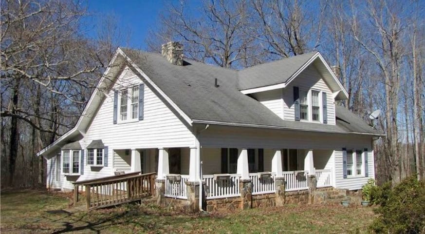 4Br Country Life by NC Zoo & NASCAR Petty museum - Franklinville - Hus