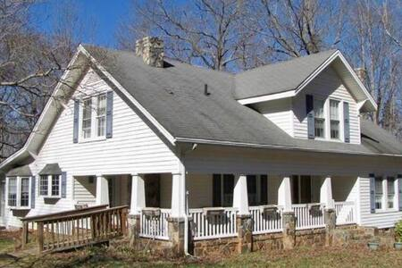 4Br Country Life by NC Zoo & NASCAR Petty museum - Franklinville - Huis