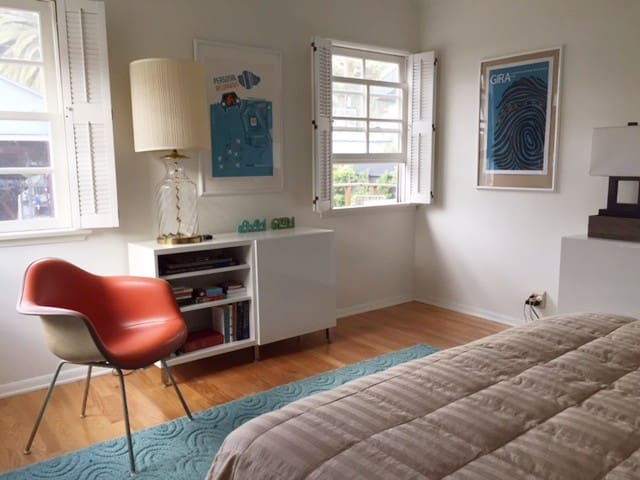 Sunny bedroom near downtown Culver City