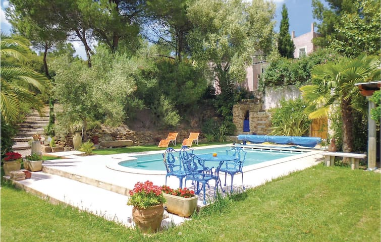 Holiday cottage with 1 room on 84m² in Montseret