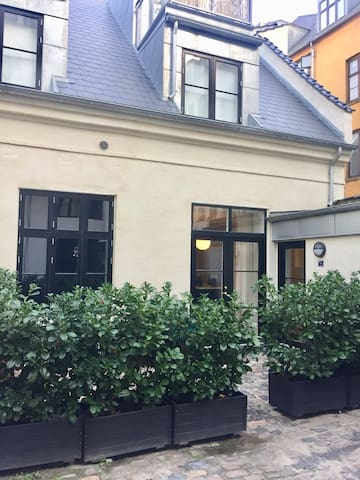The apartment has a private entrance from the inner yard leading in to a small hallway. The building complex dates back to 1859 (for many years hosting a famous bakery) but exteriors and interiors were fully renovated  in 2016.