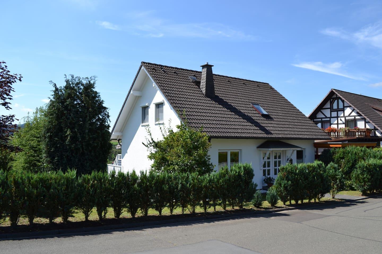 Vakantiehuis in een mooi rustig Dorp Dodenau .