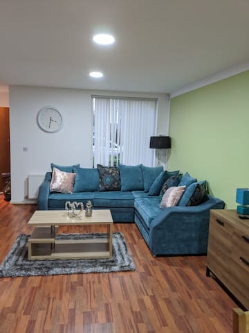 New Manchester House near Man City for 5 Guests !!