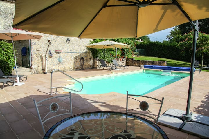 Beautiful authentic villa with private pool, spectacular view and near Monpazier