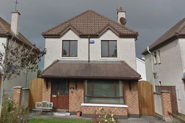 Entire house in centre of Strandhill.