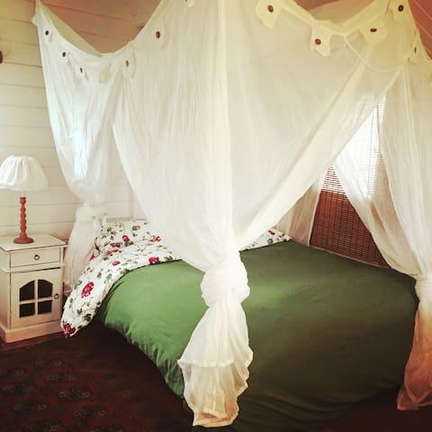 Rustic Scandinavian style log cabin - Klil - House