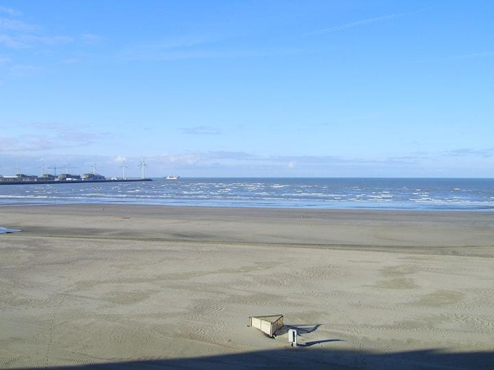 Appartement op de zeedijk met prachtig zeezicht
