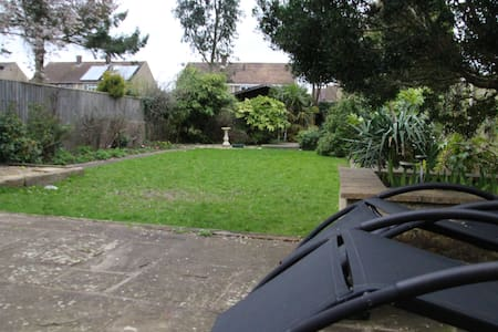 Detached house - three bedrooms near OxfordParway - Kidlington - 独立屋