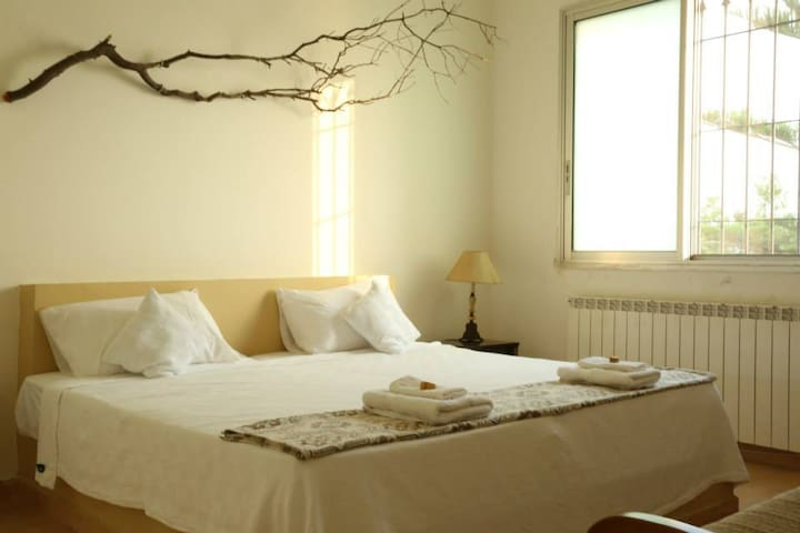 Live in TAFLA Villa on Batroun Hills ROOM 2 - Smar Jbeil - Bed & Breakfast
