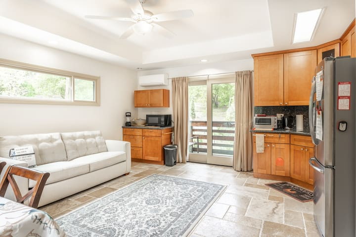 Private guest house apartment in the foothills
