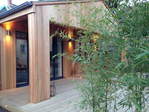 The Wood House - fresh water hydro spa hot tub
