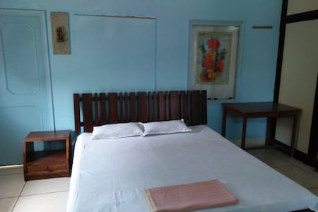 Comfy AC Room near Airport and Umaid Bhawan Palace - Szoba reggelivel