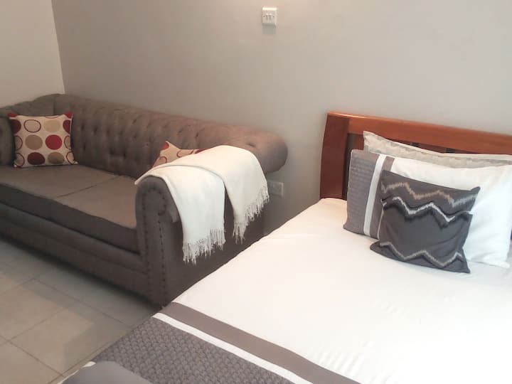 Studio for short stay/holiday rental- Wi-fi & pool
