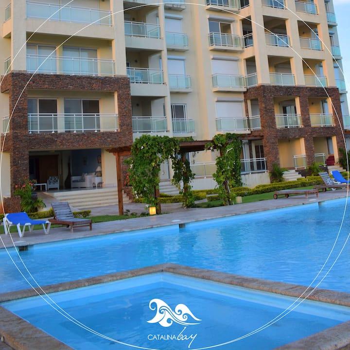 Maravilloso apartamento con piscina frente al mar