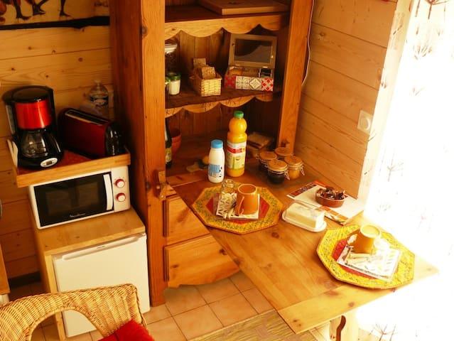 Table de berger et équipement pour le petit déjeuner