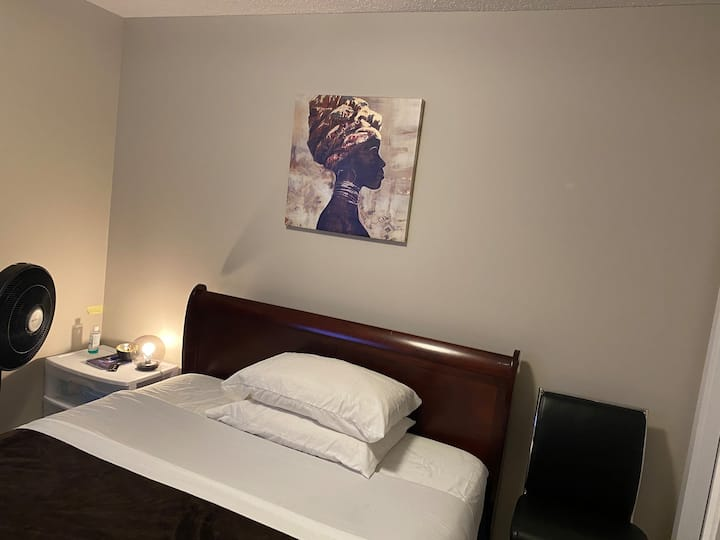 Clean, quite & modern rooms.(Close to the Airport)