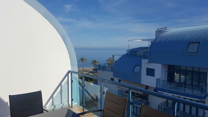 Apartamento primera linea de playa y gran terraza