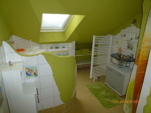 Ferienwohnung ULLE (1 - 6 Personen) - Zschorlau - Appartement
