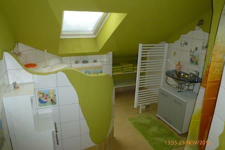 Ferienwohnung ULLE (1 - 6 Personen) - Zschorlau - Apartamento