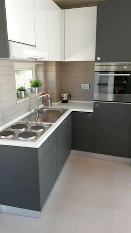 Appartamento bilocale in centro con terrazzo - Caserta - アパート