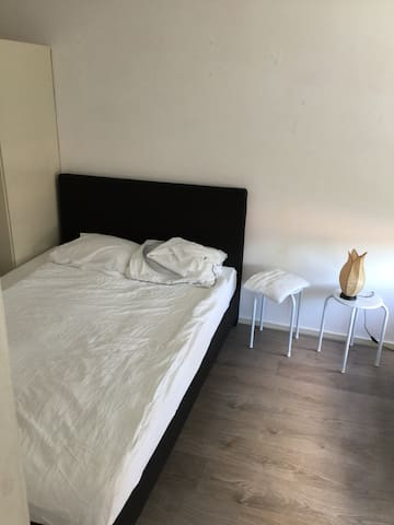 ROOM TO RENT 10 mnt fromcentrum en 3 MNT NHL WIFI