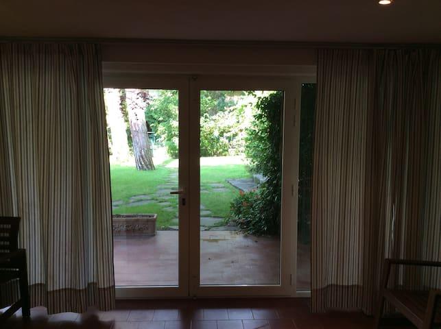 Villa+Giardino piano terra a pochi passi dal mare - Marina Romea - อพาร์ทเมนท์