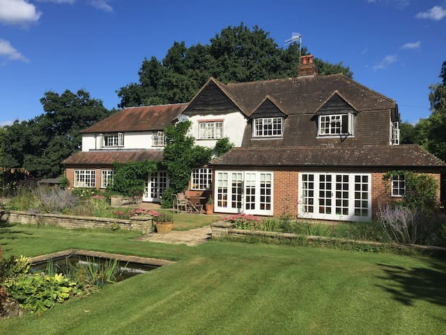 Large, family home amidst beautiful countryside - Guildford - Rumah