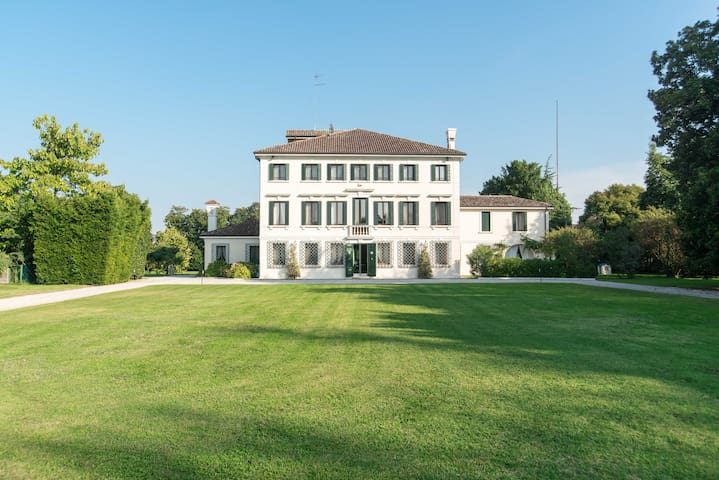 2 Luxury suite  in Villa Veneta