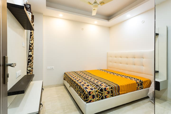 Beautiful Pvt Room in 4BR homestay in New Delhi - New Delhi - Huoneisto