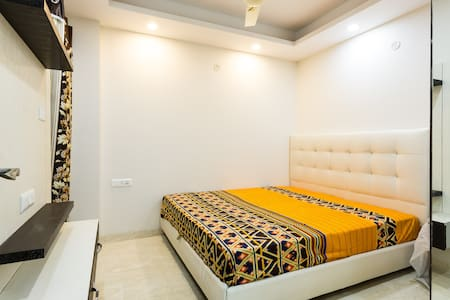 Beautiful Pvt Room in 4BR homestay in New Delhi - Nova Delhi