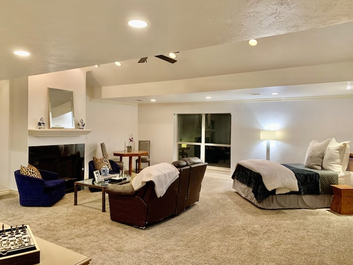 Beautifully furnished loft  in Nichols Hills