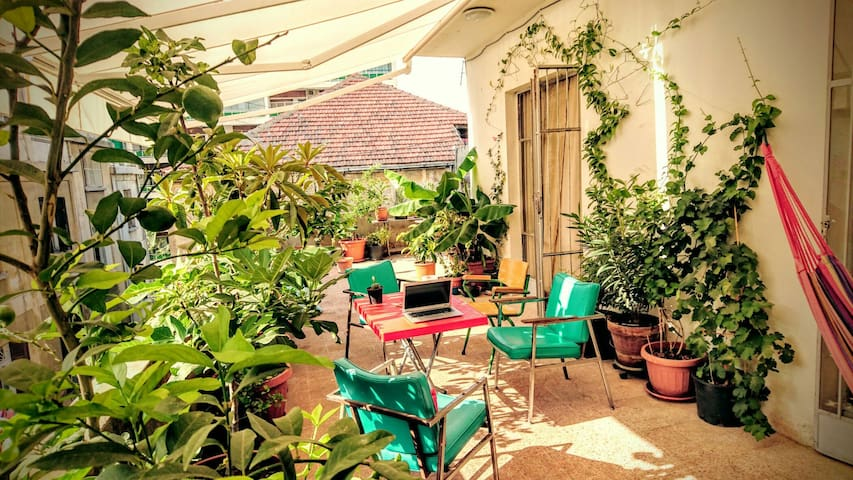Gemmayze's magical terrace - سطيحة الجميزة 2 - Beirut - Flat