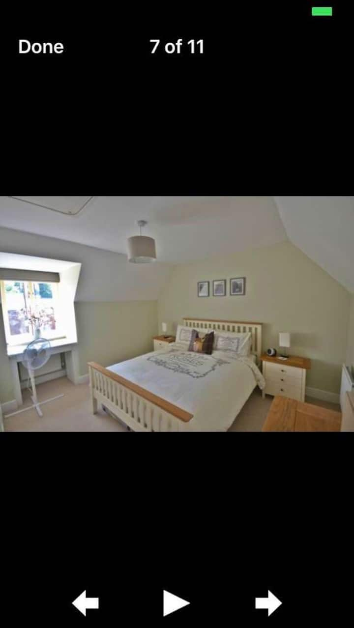 Bright Double Room next to Train Station