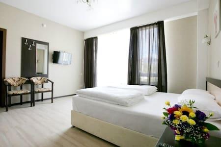 Уютные комфортабельные двух-ые номера Отеля Оплот - Krasnaya Polyana