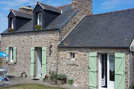 CHARMANTE MAISON EN PIERRE, TOTALEMENT RENOVEE 3 * - Plouguerneau - Dům