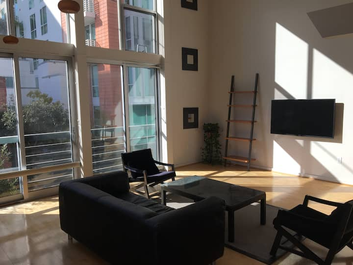 Sunny, Quiet, Modern Loft (Furnished) for Holidays