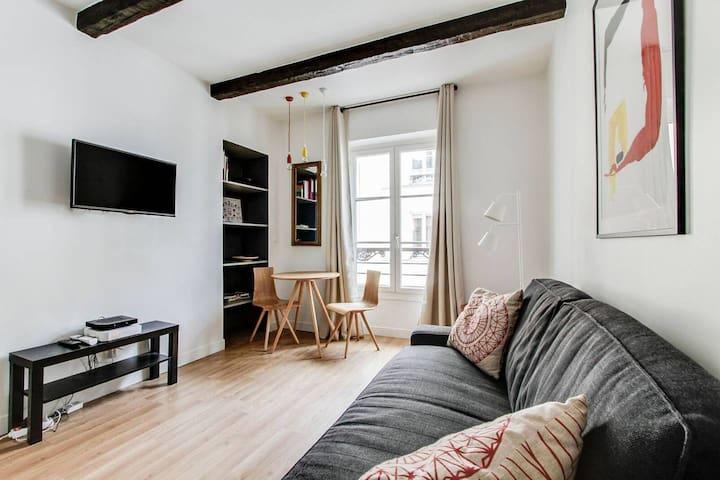 Studio refait à neuf à 50 mètres Champs Elysées