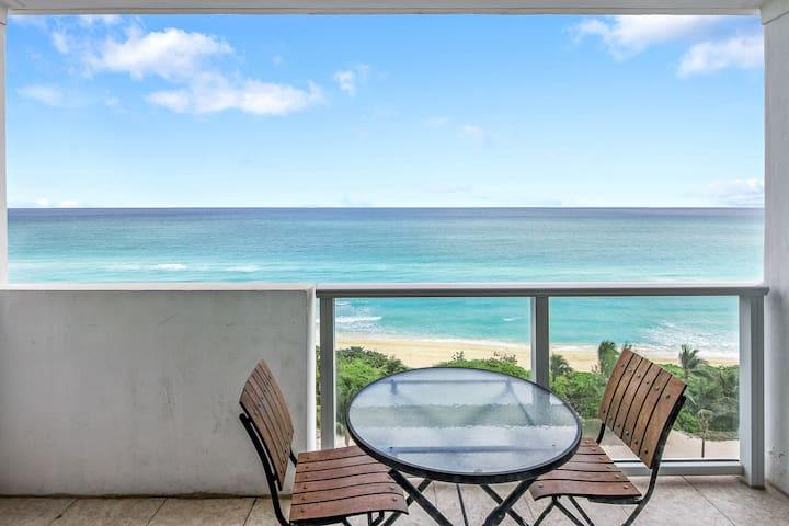 Oceanfront views, balcony & resort amenities-pools, gym, bars, beach access!
