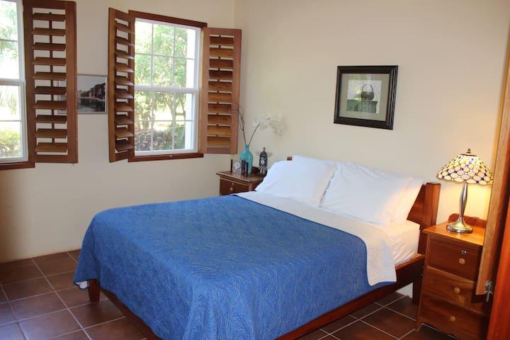 The Crimson Orchid Inn, Room 2