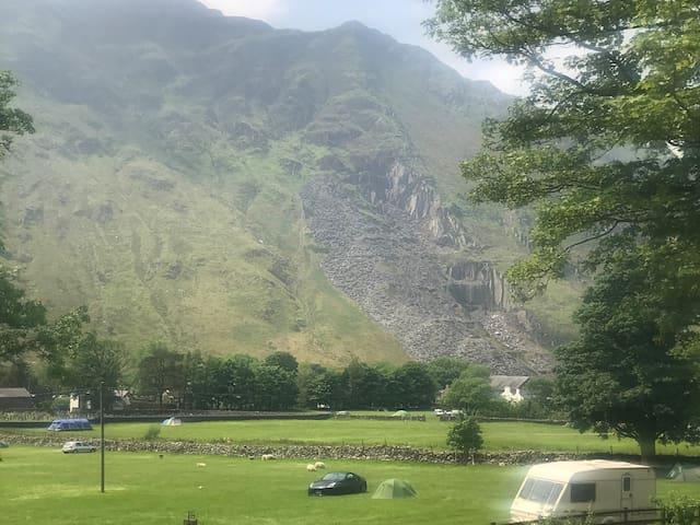 Tent @ Llanberis Pass in Snowdonia National Park