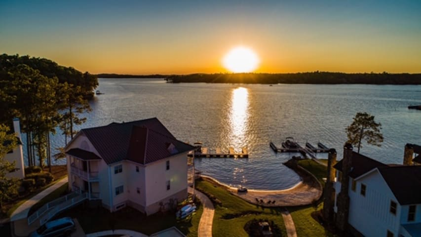 Sunset View: StillWaters Condo, Pool, Beach, View!